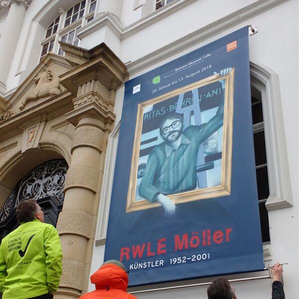 RWLE Moeller_Banner vor dem Museum_2